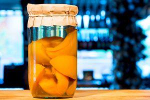 С горячим летним приветом: персиковое солнышко в банке с компотом